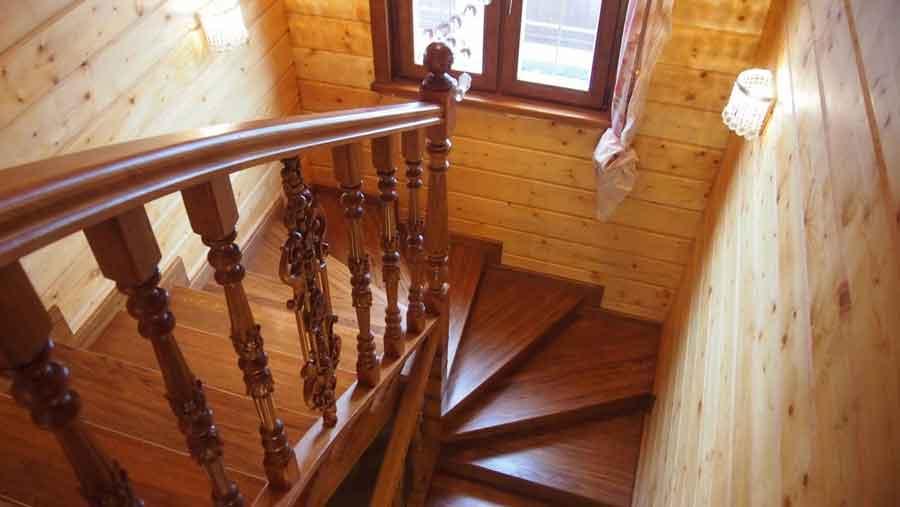 Лестница премиум-класса из дуба