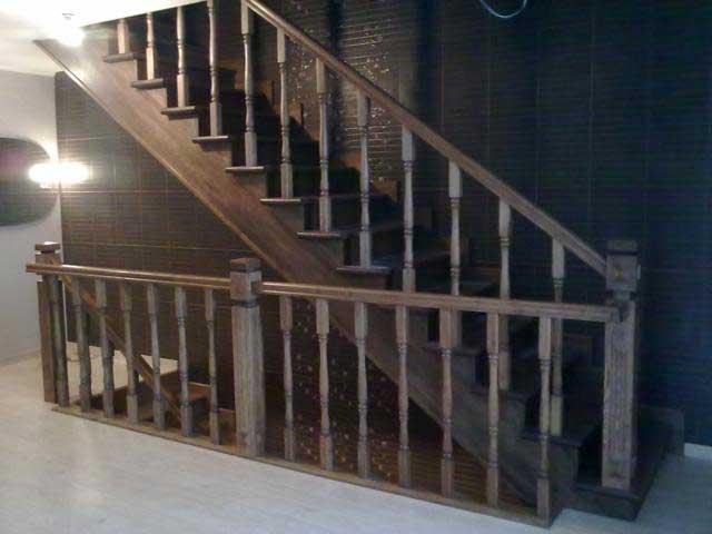 Маршевая лестница из дуба