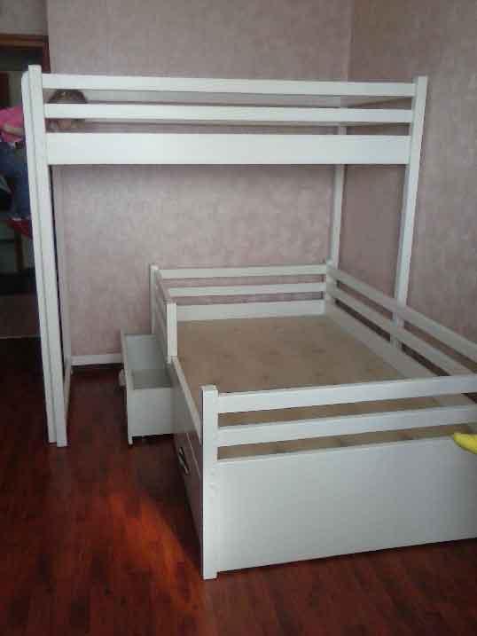 Деревянная двухярусная кровать